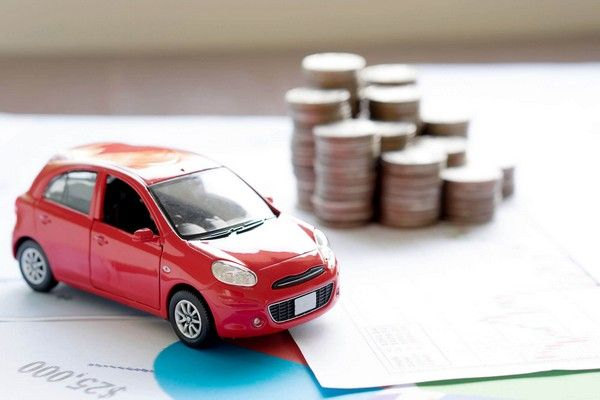 a car miniature and coins as an illustration for the math when buying car