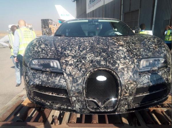 The front of the Mansory Bugatti Veyron Vivere (Diamond Edition)