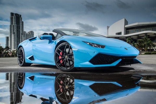 blue Lamborghini car