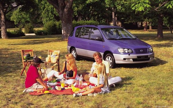 Toyota Picnic and a family
