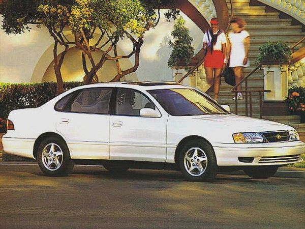 1998 Toyota Avalon and 2 girls