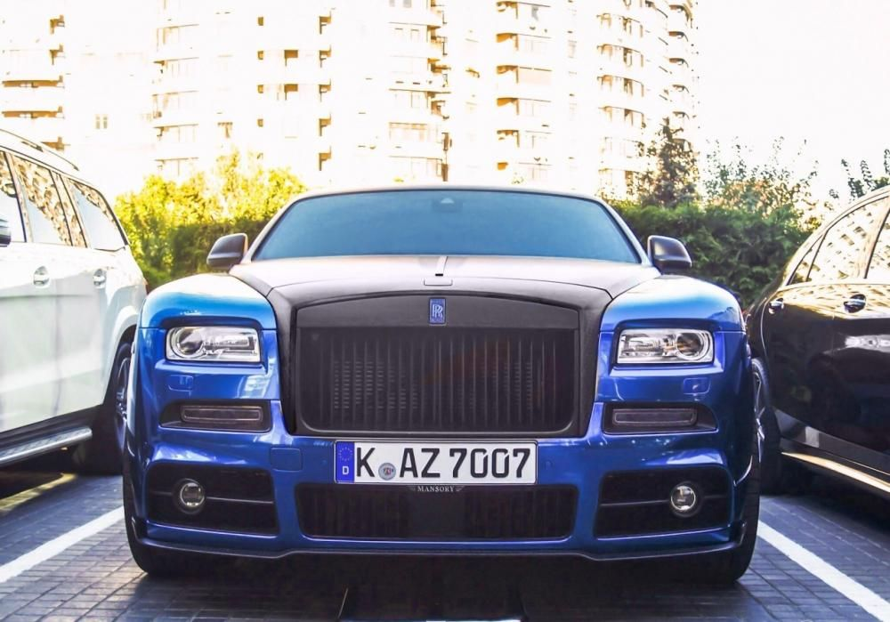 The front of a Roll Royce Wraith - Mansory edition