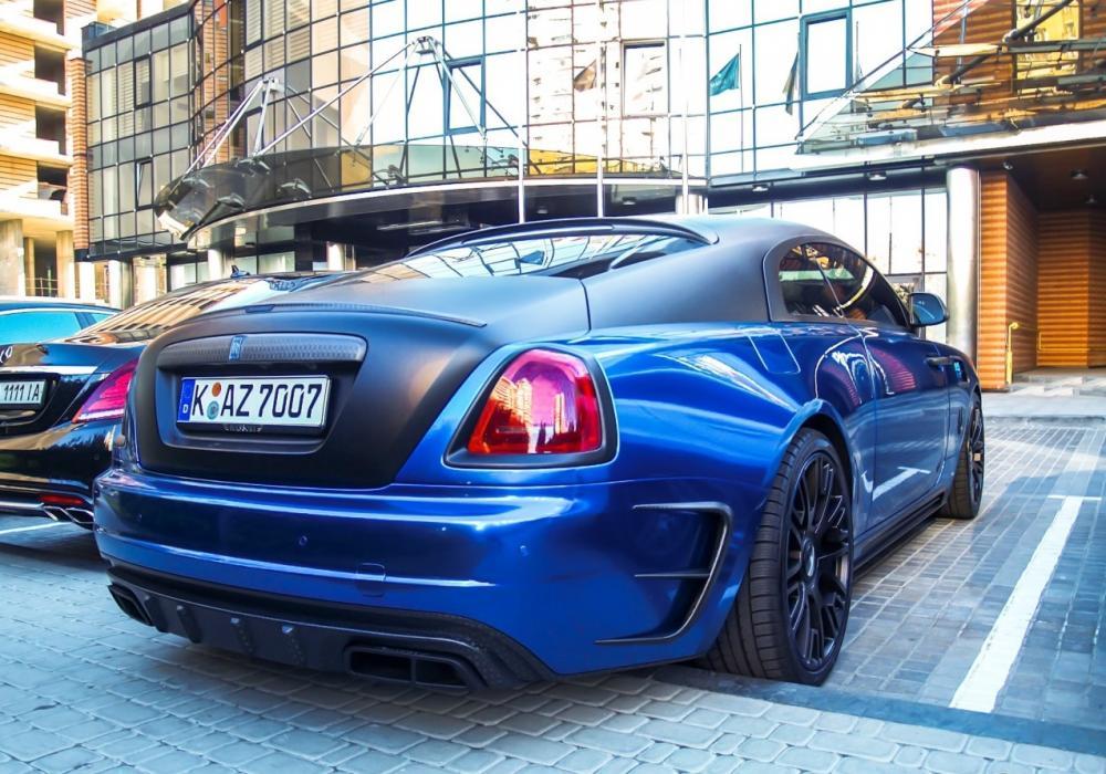 Angular rear of the Rolls-Royce Wraith Bleurion