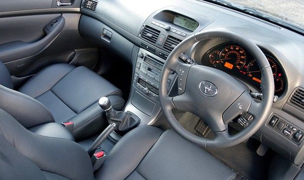 Toyota Avensis 2005 inside cabin