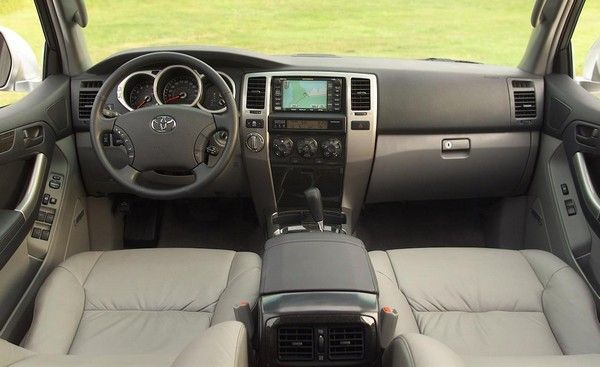 2005 Toyota 4Runner interior and dashboard