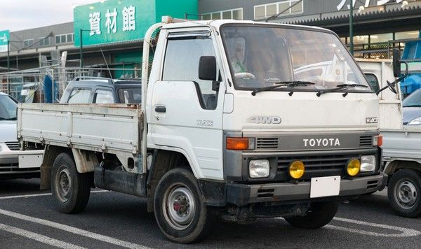 Toyota HiAce truck overall design