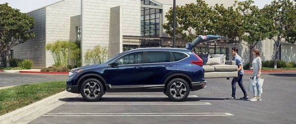 a 2018 Honda CR-V and 2 people
