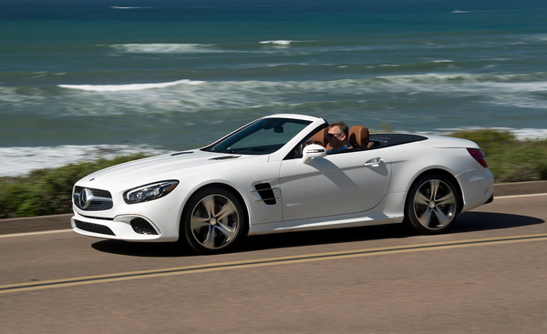 Angular front of the Mercedes-Benz SL-Class