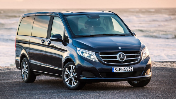 Angular front of the Mercedes-Benz V-Class