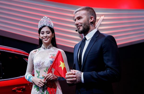 Beckham and Miss Vietnam 2018 Tran Tieu Vy revealed Vinfast cars at 2018 Paris Motor Show