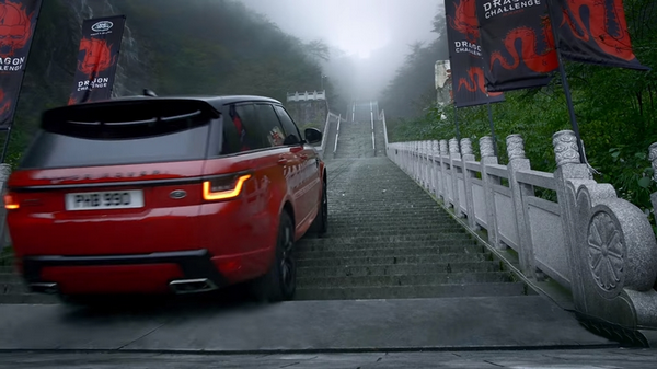 The Range Rover climbing to the top of the Heaven's gate in China