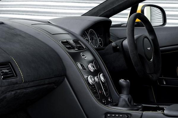 Aston Martin V12 Vantage S cabin