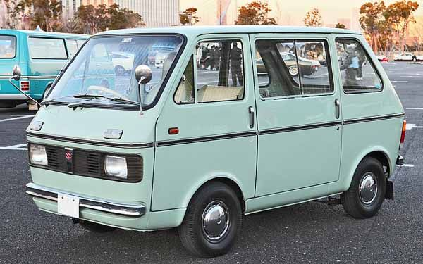 a forth-generation Suzuki Carry van