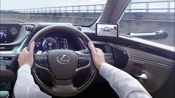 steering wheel of the Lexus ES 2019