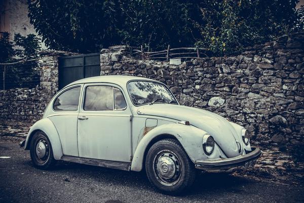 an rusted Volkswagen Beetle