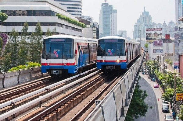 sky trains in Bangkok