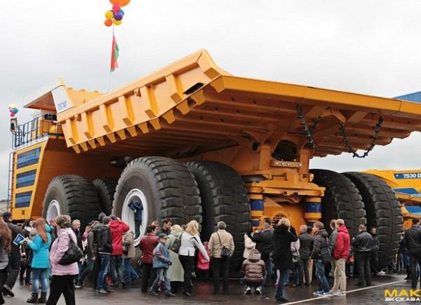 World's biggest dump truck - BelAZ 75710