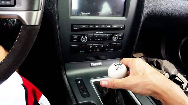Why your manual transmission car won't go into gear while in speedy
