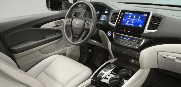 Cabin-of-the-Honda-Pilot-2018