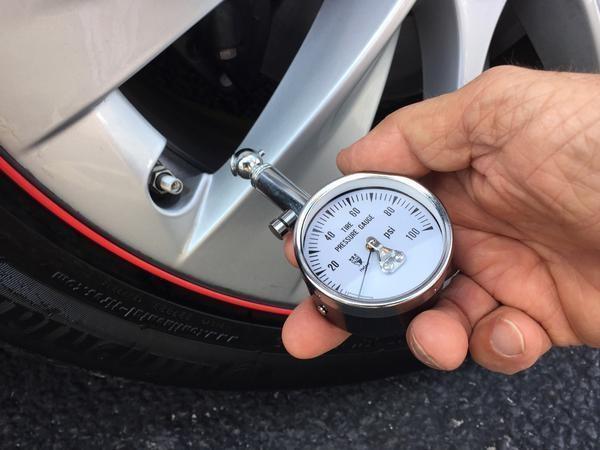 measuring-car-tire-pressure