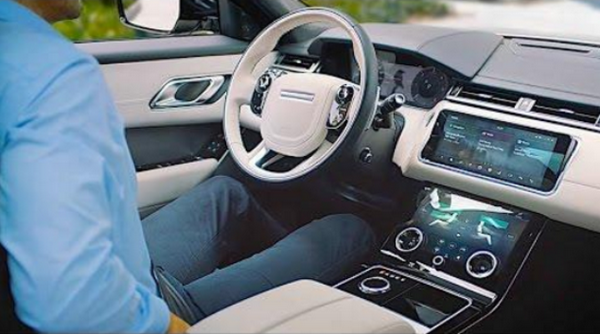 The cabin of the Land Rover Range Rover 2019
