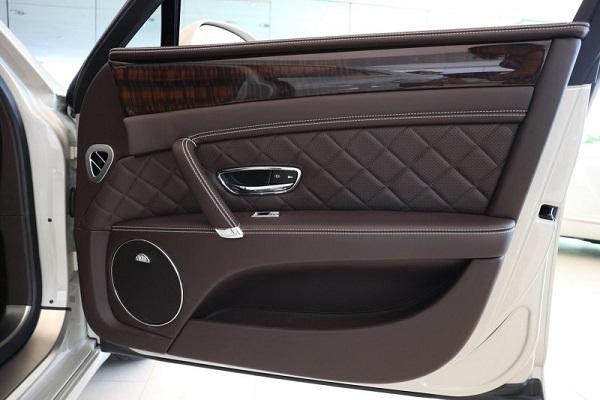 Image-of-a-car-door-wide-open