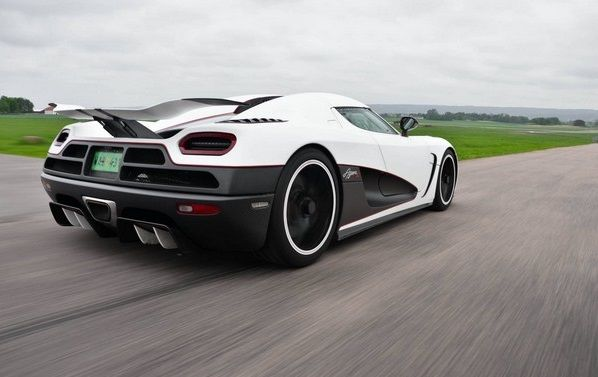 a-Koenigsegg-from-behind