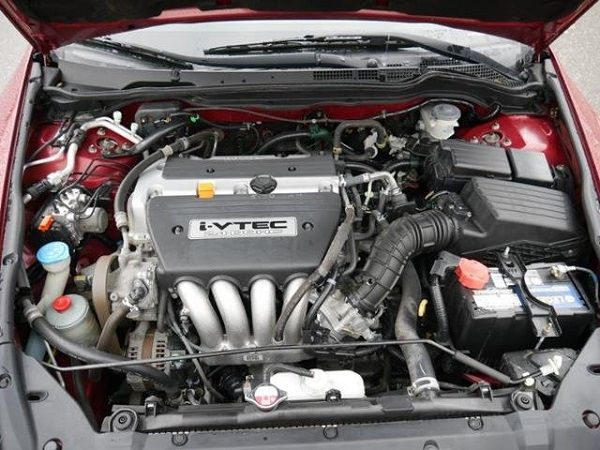 image-of-a-slant-four-cylinder-engine-in-a-car