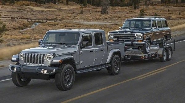 Image-of-the-2020-jeep-gladiator-towing-another-jeep