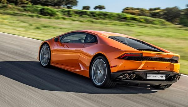 a-Lamborghini-running
