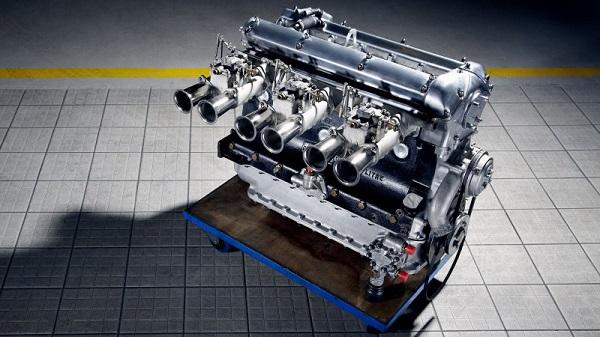 image-of-a-jaguar-inline-six-cylinder-engine