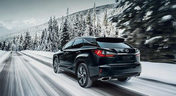 a-Lexus-RX350-running-in-snow