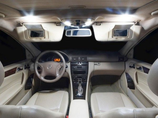 cabin-of-Mercedes-Benz-C240-2005