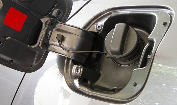 Image-of-a-gas-tank-opening-in-a-car
