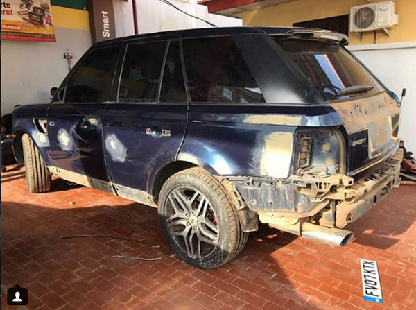 The rear of a broken Range Rover