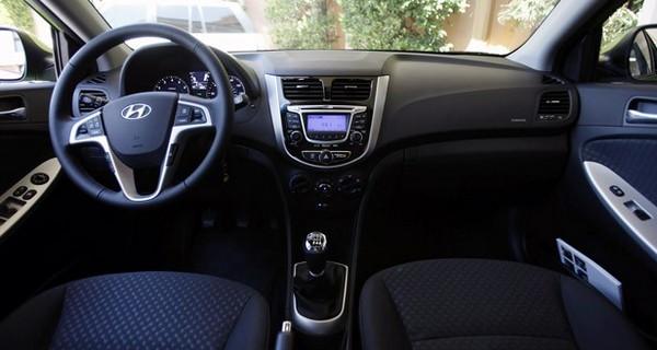 Hyundai-Accent-2012-cabin
