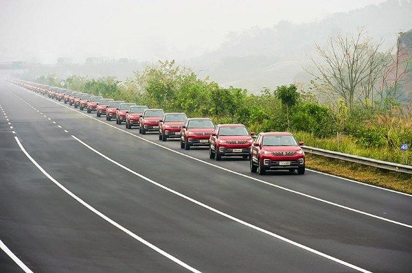 55 self-driving SUVs of a Chinese brand being tested on the road