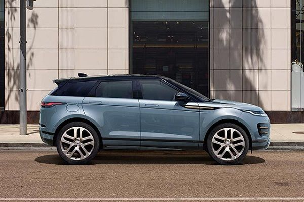 new-Range-Rover-Evogue's-parked-in-grand-style