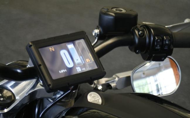 the-Harley-Davidson-electric-motorbike-livewire-touch-screen