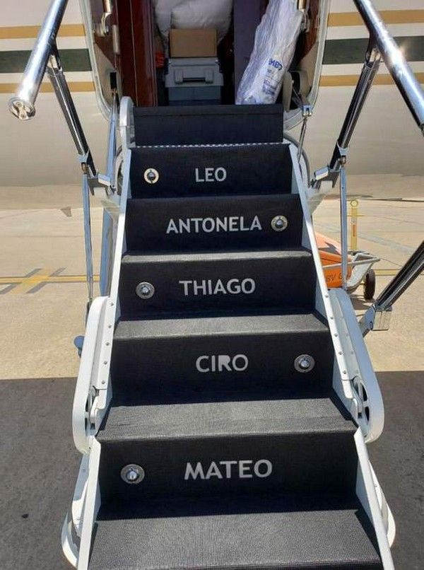 Messi-family-members'-names-on-steps
