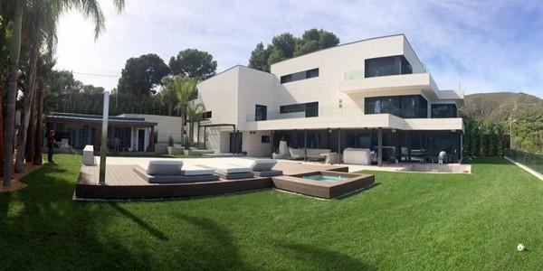 Messi-house-garden