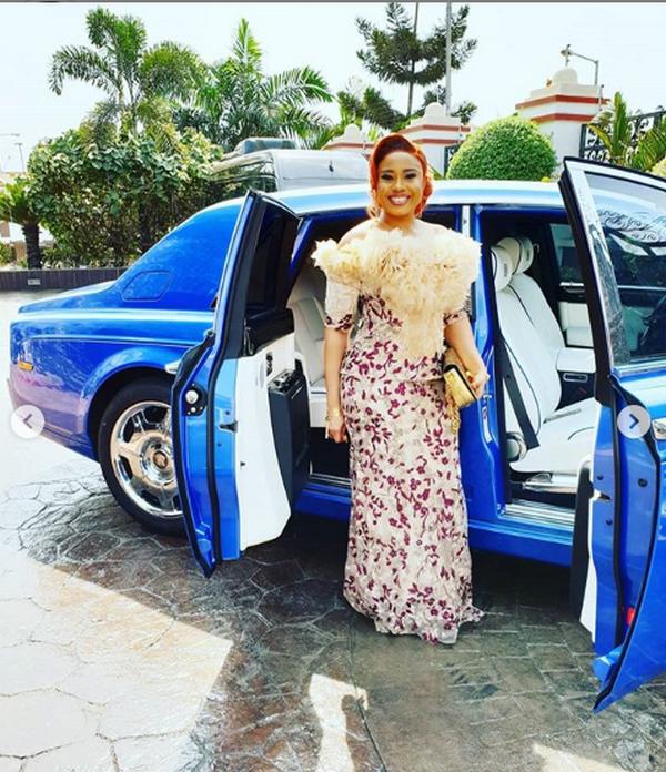 E-Money's wife near the bluw Rolls-Royce