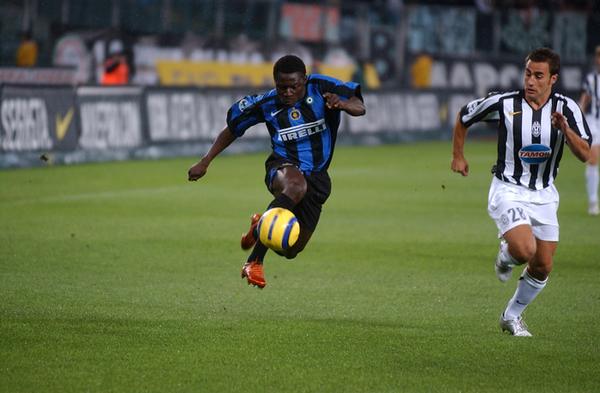 Obafemi Martins playing for Inter Milan