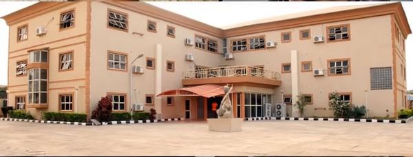 Odunlade-Adekola-hotel