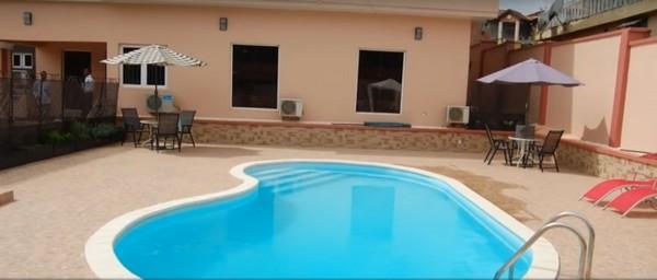 Swimming-pool-inside-Odunlade-Adekola-hotel