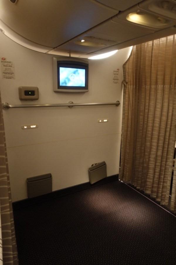 prayer-room-inside-Saudi-plane