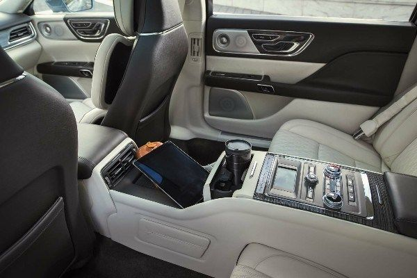 interior-of-the-2019-lincoln-car