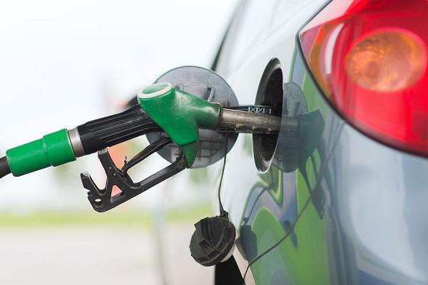 fuel-pump-fills-a-car-tank