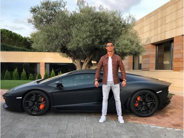 Ronaldo-and-his-Lambo-Aventador