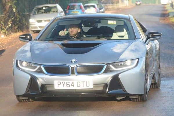 Wayne-Rooney-driving-BMW-i8